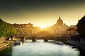 Fotografie Blick auf den Tiber und St-Peter-Basilika im Vatikan