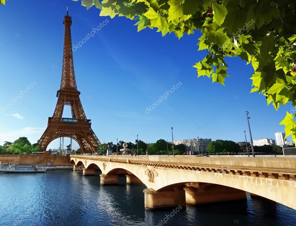 Torre eiffel parigi francia foto stock iakov 25110573 - Piscine des tourelles paris ...