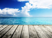Karibské moře a dřevěné platformy