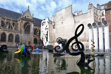 Stravinsky fountain in paris - The Musical Key of G