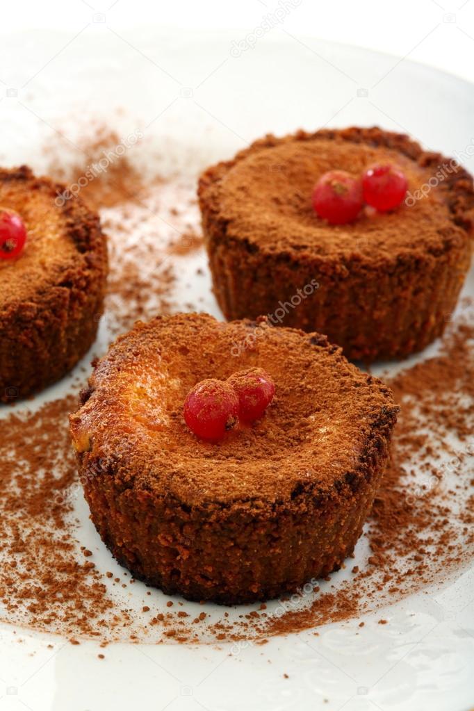 Kleine Schokoladen Kuchen Mit Quark Creme Stockfoto C Sriba3 19586299