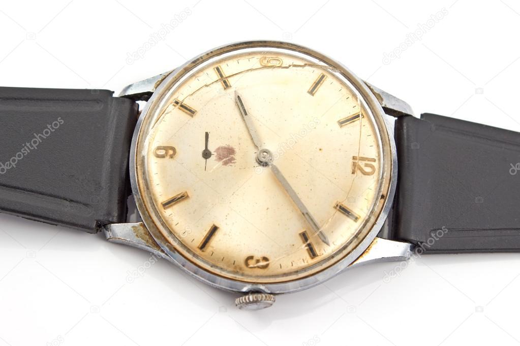 Если вам приснились разбитые часы — будьте готовы к тому, что начнется не самый благоприятный период в вашей жизни, неприятности и проблемы обрушатся на вас со всех сторон.
