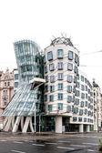 stavba zvaná Tančící dům v Praze