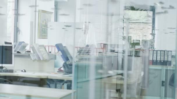 Zobrazit kolem stylový moderní kancelářské prostory s bez lidí