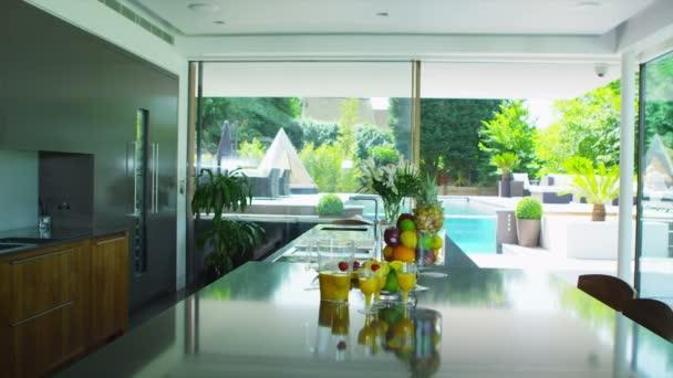 Prohlédni kolem luxusní moderní domov