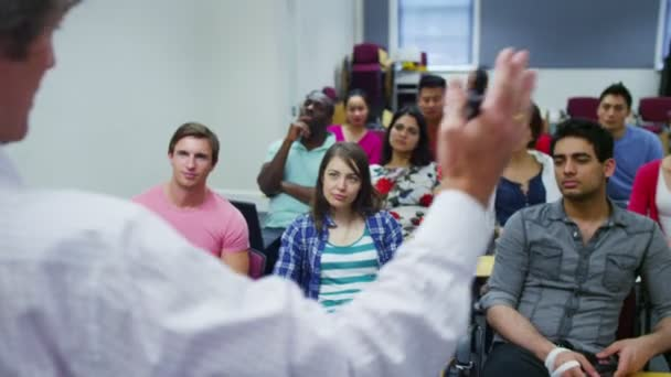 studenti poslech jako učitel pořádá přednášku