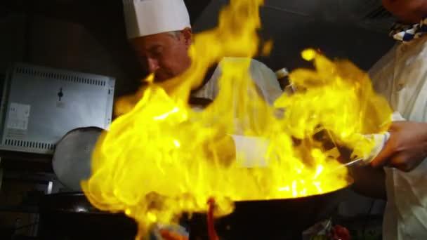 Šéfkuchař flambe styl vaření