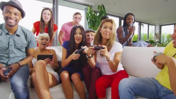 přáteli, kteří hrají videohry