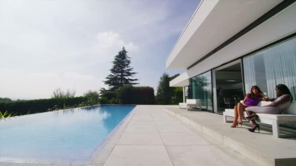 luxusní dům s bazénem a natura