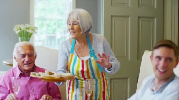 rodinné sdílení potraviny  pití vína