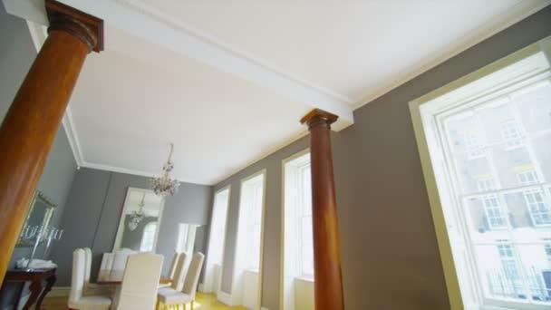 elegante sala da pranzo e zona soggiorno