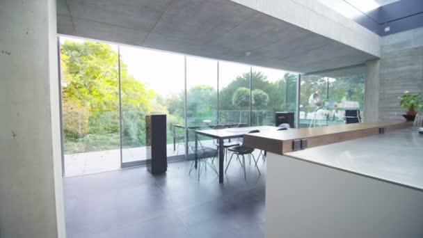 vnitřní pohled na kuchyň, jídelní kout
