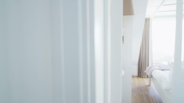 elegantní ložnice ve stylové plážové domácnosti