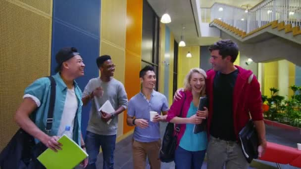 studenti procházky univerzita