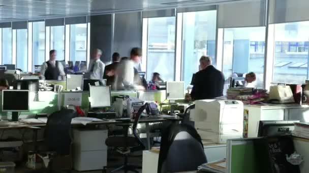 rušné kancelářské pracovníky spolupracovat