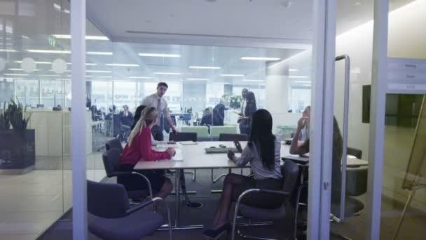obchodní skupina v setkání týmu