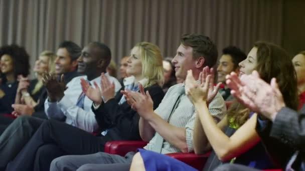 Fotografie Unternehmensgruppe applaudieren Lautsprecher