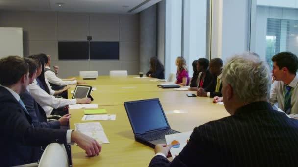 Fotografie Diverse Business-Team engagiert in einer Telefonkonferenz im Sitzungssaal treffen