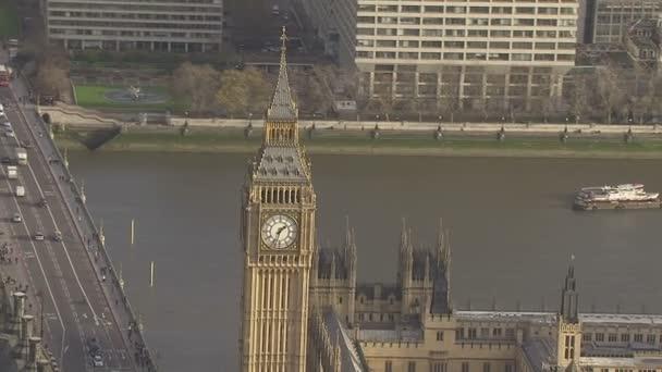 Letecký pohled na big ben a budova parlamentu v Londýně