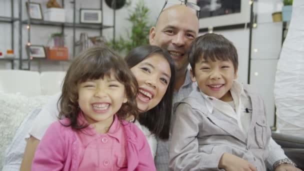 šťastné milující rodinu