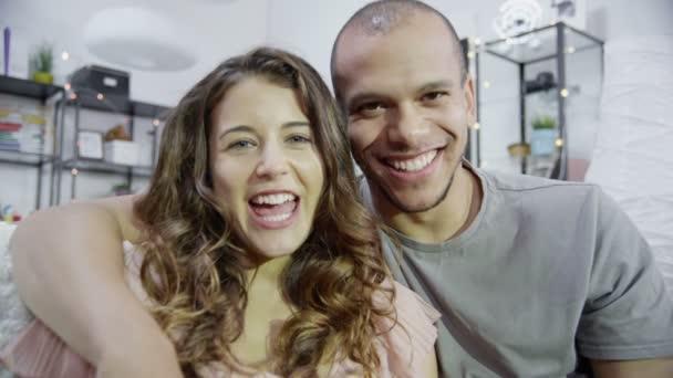 muž a žena video chatování
