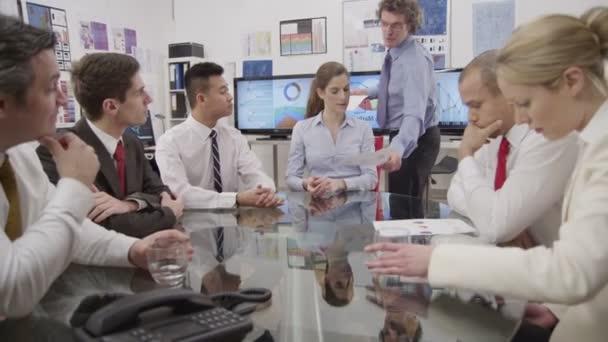 Skupina podnikatelů na schůzce