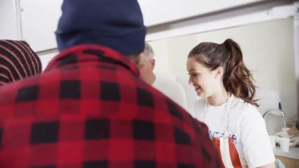 Suppenküche freiwillige unterstützen Obdachlose