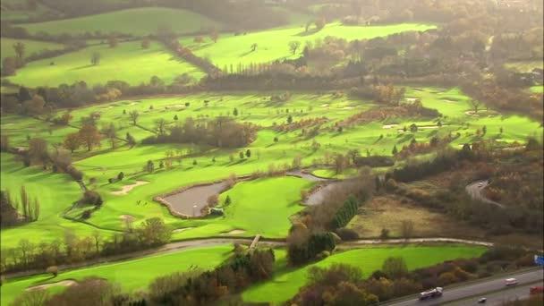 a légi felvétel több mint egy golfpálya, az angol vidéken