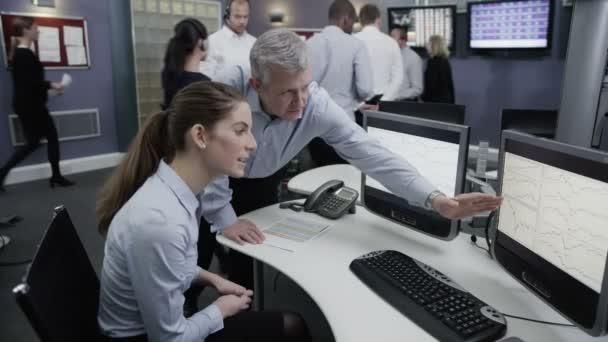 pracovní tým finančních obchodníků