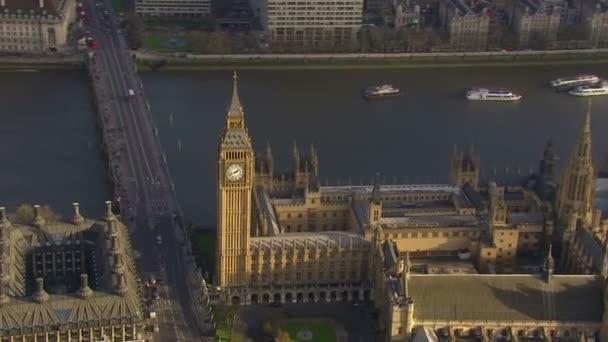 Luftbild der Häuser des Parlaments und der Westminster Bridge in london