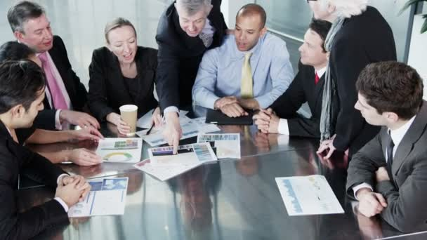 rozmanitý tým podnikatelů na setkání