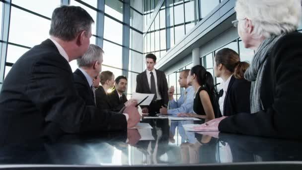 obchodní tým drží setkání