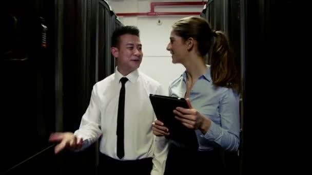 samci a samice inženýři chat dohromady