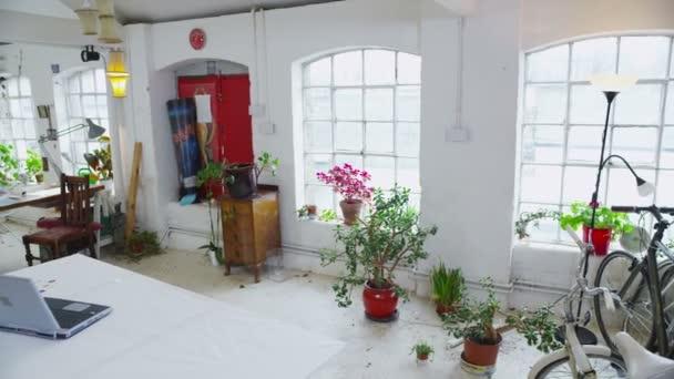 Zobrazit kolem stylový moderní kancelářské prostory nebo podkrovní apartmán styl