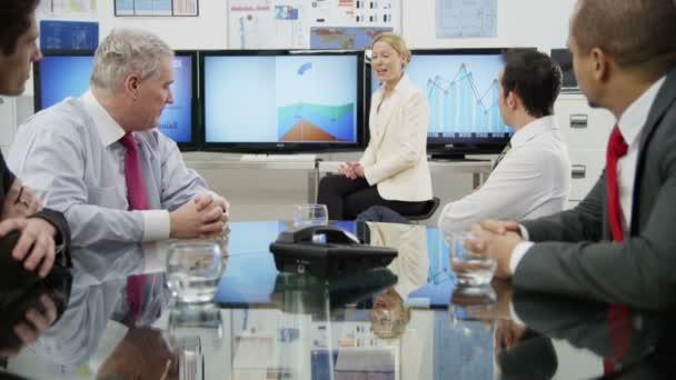 podnikatelka dává prezentace
