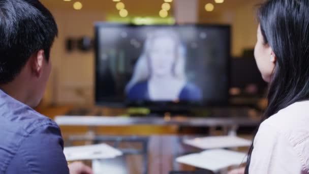 mladí profesionální obchodní tým na setkání prostřednictvím videohovoru