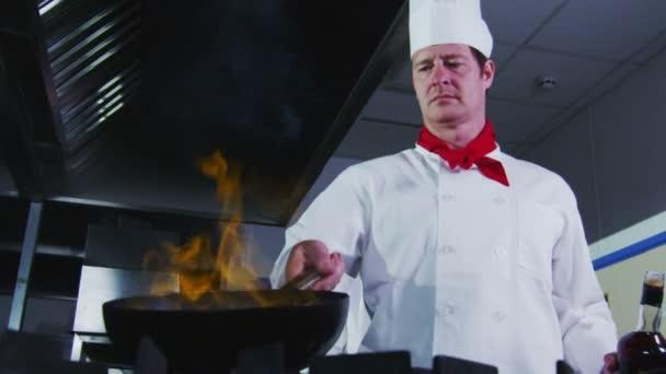 chef in una cucina cucina stile flambe ? video stock © lovevision ... - Cucina Flambè