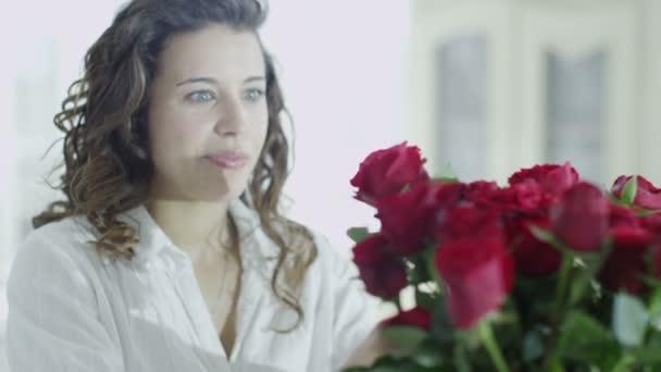 stařeně váza čerstvých růží