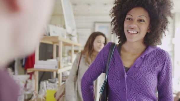 obchod asistent slouží fronta zákazníků