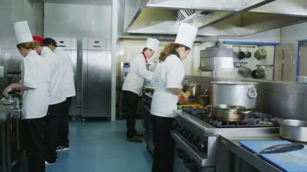 főzés élelmiszer-kereskedelmi konyha