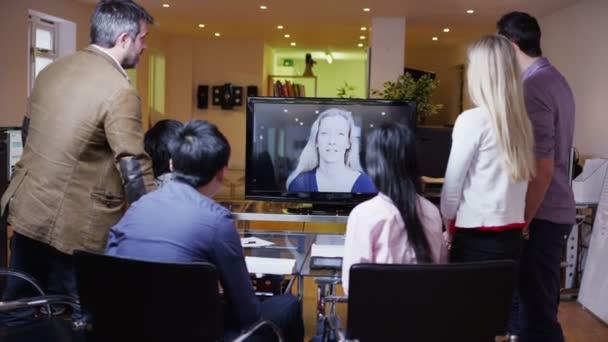 Fotografie Junge professionelle Business-Team in einer Besprechung per Videoanruf