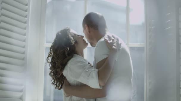 Pár ölelés és csók