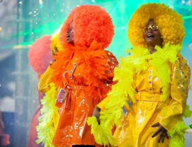 RIO DE JANEIRO - FEBRUARY 11: A womans in costume singing and da