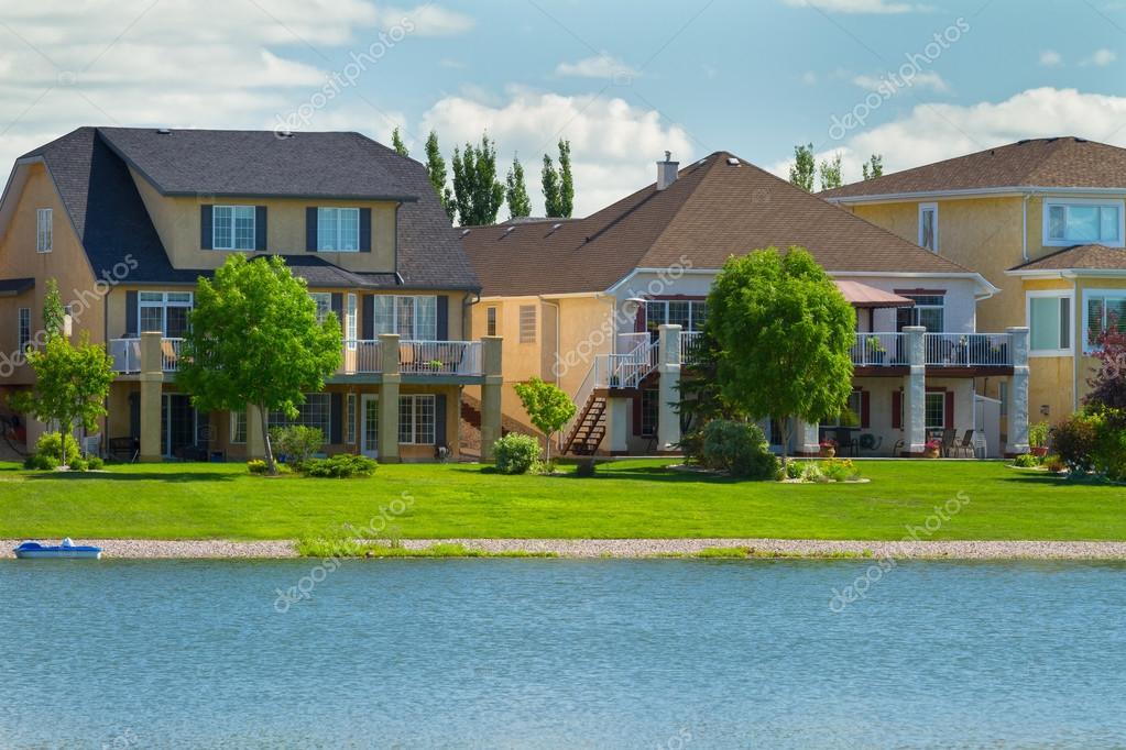 kanadische Luxus-Häuser in manitoba — Stockfoto © sergey02 #28883235