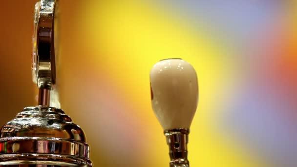 Ömlött a sör a bárban