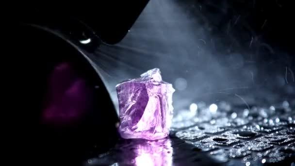 Vágás gem - makró víz csepp, és ragyog