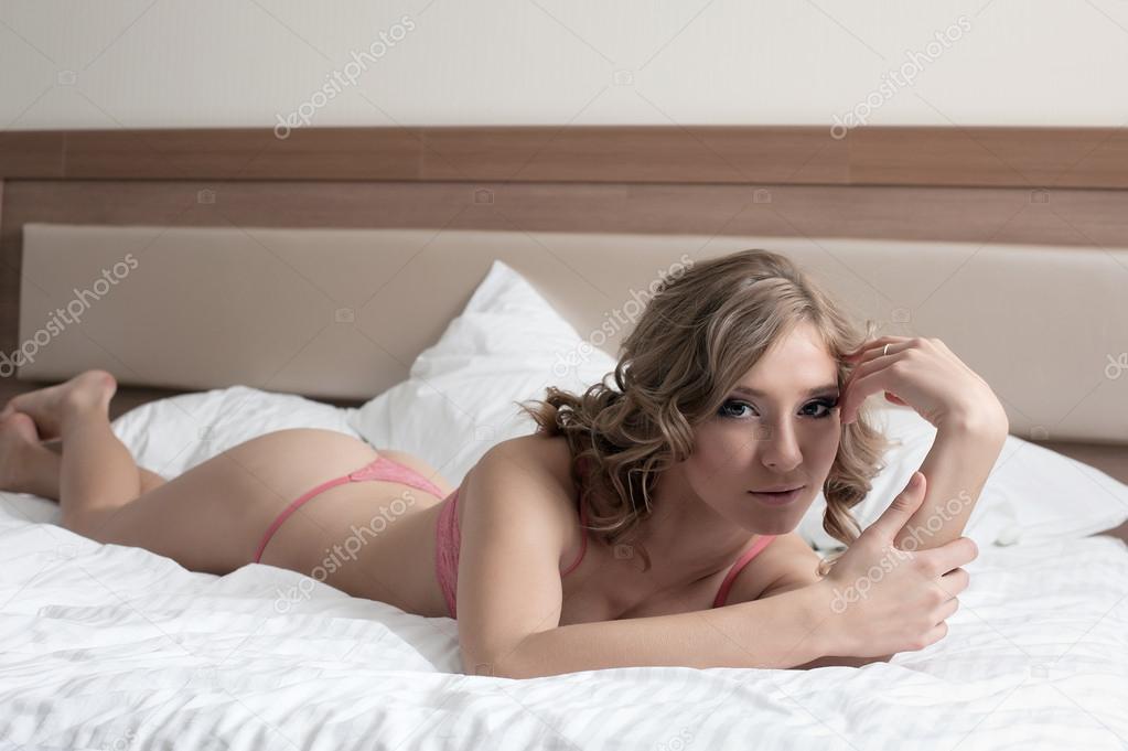 Спальне тётка в