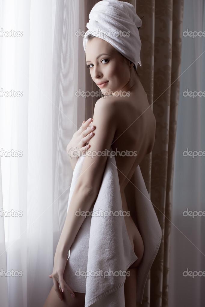 smotret-foto-golie-krasivie-devushki-poziruyut
