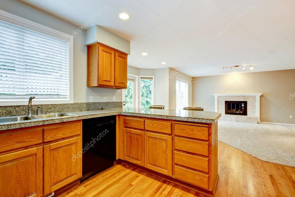 große leere offene Küche mit Wohnzimmer Haus innen ...