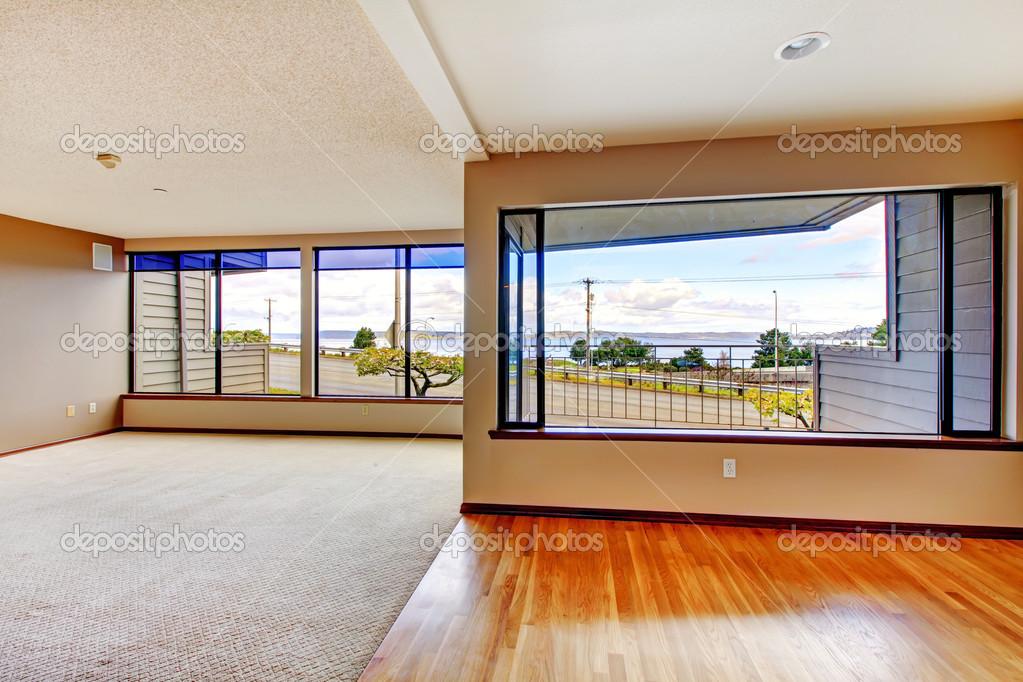 apartamento living comedor con grandes ventanales foto